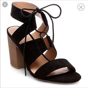 BRAND NEW! Black laced blocked heels